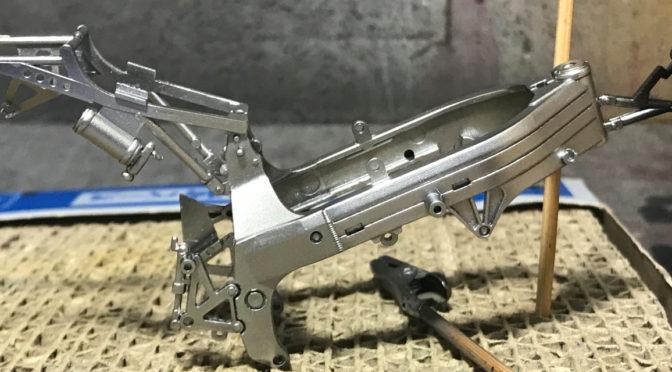 【TAMIYA】1/12 Honda VFR750R(その1:初めてのバイクモデル。。。)